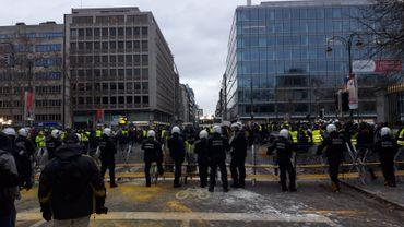 A 16h, il reste un groupe de manifestants de 100 personnes du côté de Trône.