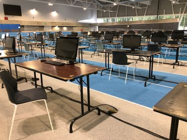 La piste d'athlétisme sera occupée par ces bureaux jusqu'à la fin de la session