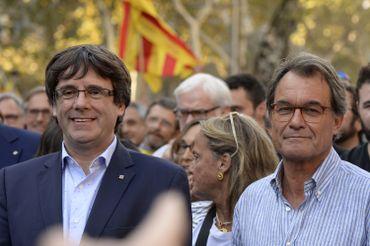 Des dizaines de milliers de Catalans réclament l'indépendance à Barcelone