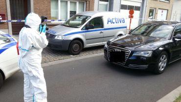 La police scientifique au travail sur l'Audi suspecte