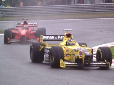Damon Hill devant Michael Schumacher