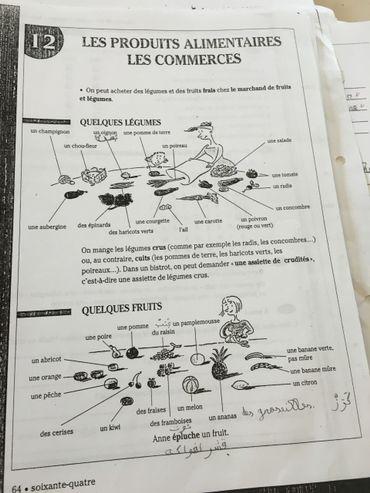 Pour mieux retenir leurs leçons, les étudiants s'aident d'annotations dans leur langue maternelle.