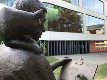 La statue d'Hergé inaugurée récemment devant le musée à LLN
