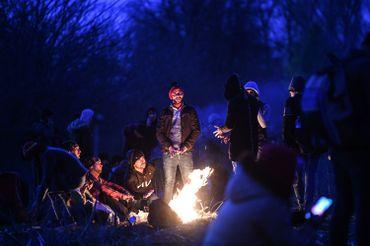 Groupe de réfugié patientant près de la frontière grecque, côté turc (district d'Edirne), ce 28 février