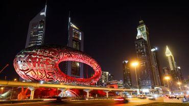 """Dubai au couleurs de sa première mission interplanétaire. """"Al-Amal"""" est le nom arabe pour """"Espérance"""" (Hope en anglais)"""