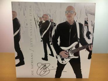 L'album de Joe Satriani signé