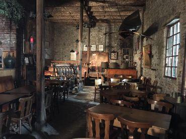 la Brasserie Caracole est l'une des plus anciennes brasseries du pays, puisqu'elle a été fondée en 1765