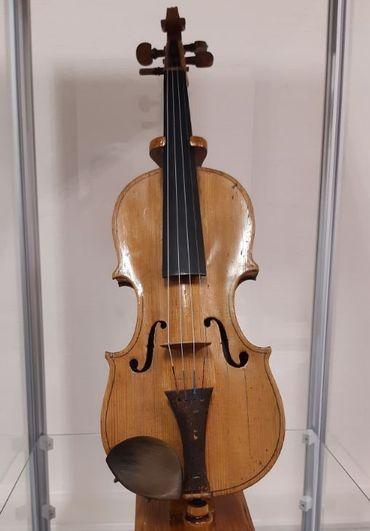 Le premier violon de Vieuxtemps restauré et présenté à l exposition au Musée des Beaux-Arts de Verviers