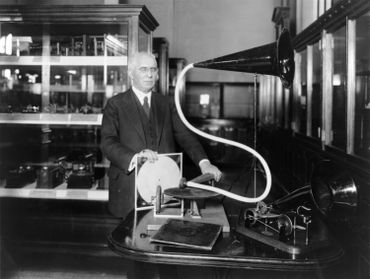 Emile Berliner avec un gramophone