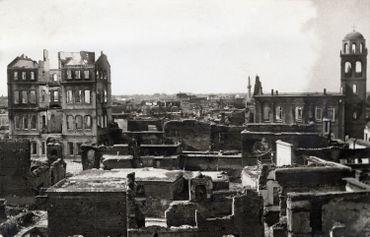 Anonyme - Le quartier arménien d'Adana incendié lors des massacres de 1909