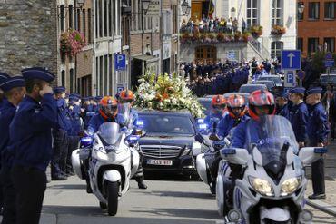 Funérailles d'Amaury Delrez: ses collègues policiers lui rendent hommage (direct vidéo)