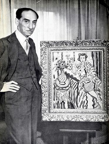Paul Rosenberg, devant un tableau de Matisse, dans les années 30