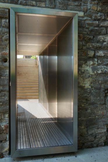 Atelier Alain Richard: Aménagement sur le parcours touristique dans la Tour des Vieux Joncs (Coteau de la Citadelle, Liège)