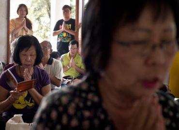 A Kuala Lumpur aussi, la population se recueille en mémoire des disparus du vol MH17.
