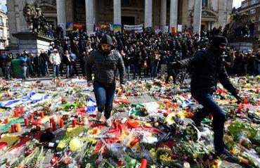 Hommage aux victimes des attentats: des fauteurs de troubles rapidement maîtrisés