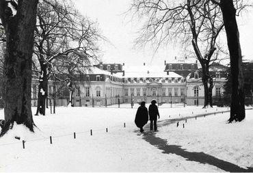 Le Palais d'Egmont sus la neige en 1960.
