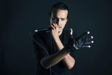 B-Glove