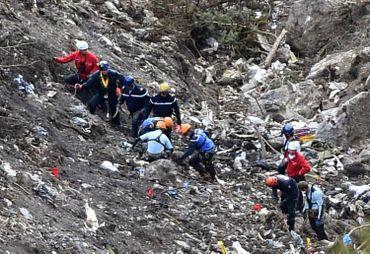 Relief montagneux du sud des Alpes françaises où s'est écrasé l'avion
