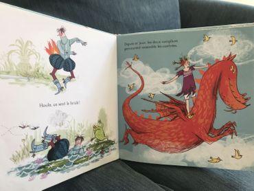 """""""La pire des princesses"""" avec Zélie qui préfère vivre libre avec le dragon qu'enfermée avec son prince """"crétin"""", éditions Milan"""