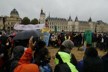Quelques centaines de militants et sympathisants du mouvement