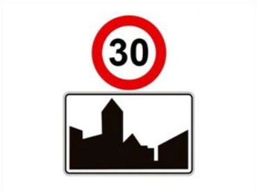 Si le panneau d'entrée en agglomération est superposé du panneau zone 30, cette limite de vitesse est à appliquer dans toute l'agglomération