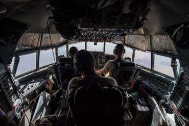Dans le cockpit du C130, pilote, copilote et ingénieur de bord partagent une même passion pour le C130.