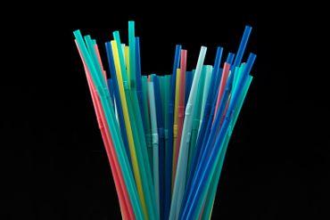 Les pailles en plastique à usage unique seront bientôt interdites