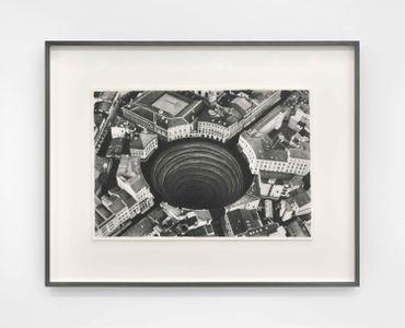 Hole, 2019, dessin graphite sur papier Arches, 54 x 68,5 cm, encadrement bois, verre anti-UV anti-reflet