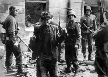 Insurgé juif du ghetto de Varsovie, arrêté par les nazis en avril 43