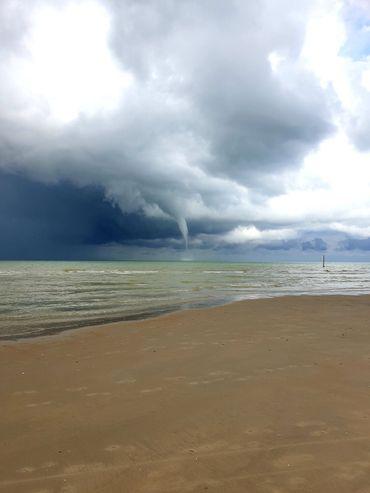 Une trombe marine à quelques centaines de mètres de la plage de Saint-Idesbald