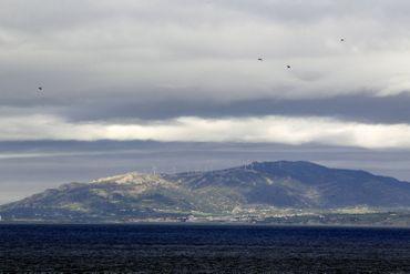 Vue du port de Tanger, au-delà du détroit de Gibraltar, l'Europe est toue proche.
