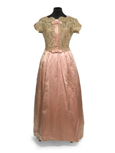 Robe du soir rose Victor Stiebel (1961) estimée entre 200 et 300 livres.