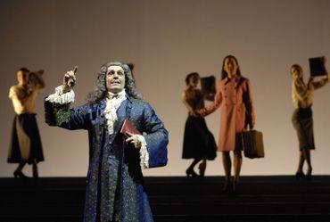 Lambert Wilson jouant une scène de Candide (opéra éponyme de Bernstein, tiré du Candide de Voltaire), en décembre 2006