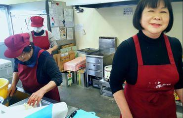 Rieko Watanabe en cuisine.