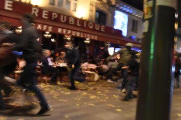 Scène de panique place de la République vendredi.