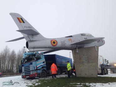 Barrière-Luc: improbable collision entre un camion et... un avion de chasse