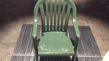 99 chaises, bien assises au Design Museum Brussels