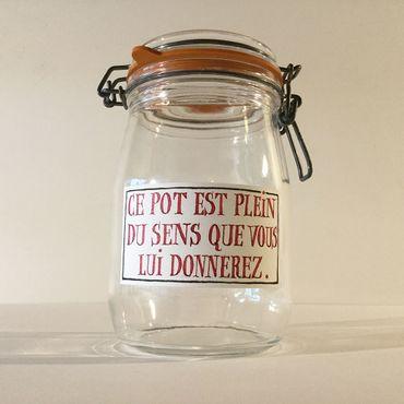 """Un """"Petit Musée Temporaire de la Grande Droguerie Poétique"""""""
