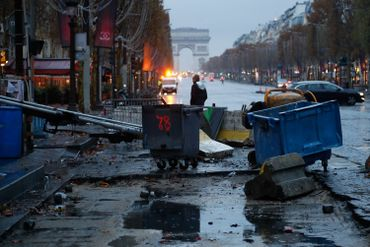 """Manifestation des """"gilets jaunes"""" à Paris: une centaine de gardes à vue"""