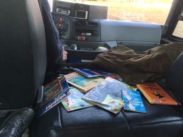 Des bouquins dans un bus scolaire: un chauffeur lance l'idée et ça cartonne!