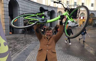 Freddy Tougaux teste les vélos partagés bruxellois