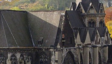 La toiture de Sainte-Croix, bientôt à l'abri des outrages d'un temps millénaire