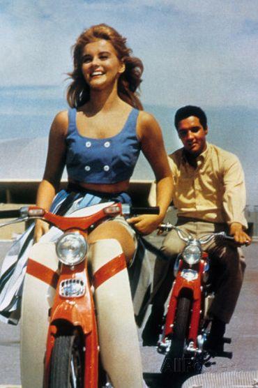 1962: la starlette est sur un C100 et Elvis Presley conquiert les Etats-Unis avec le C110