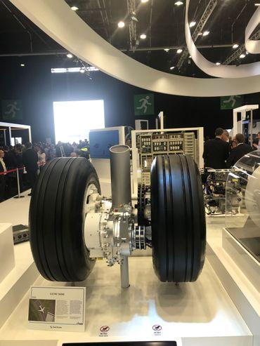 """""""L'idée est donc d'utiliser un moteur électrique dans les roues de l'avion, de la même manière qu'il y a des moteurs électriques dans certaines voitures"""""""