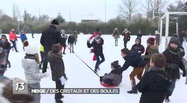 Des enfants qui jouent dans le neige - un reportage qui a suscité des réactions