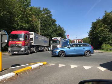 Les automobilistes sur le ring de Bruxelles en direction de Zaventem doivent le quitter au niveau du carrefour Léonard, tourner sur le pont de Jezus-Eik et alors retourner sur le ring.