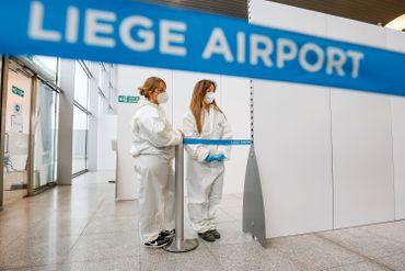 """Premier """"village"""" de test covid-19 en Wallonie, à l'aéroport de Liège, en novembre 2020"""