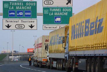 Grève des douaniers au terminal fret du tunnel sous-la-Manche (côté français), le 10 avril 2002