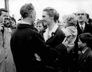 Lily de Gerlache lors du retour en grandes pompes de son époux Gaston, le 02 avril 1959 à Ostende