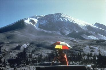 L'excroissance de 135 mètres de haut qui s'est créée sur le flanc nord du Mont Saint Helens telle qu'elle se présente le 27 avril 1980.